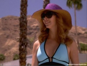Lisa_Kudrow_The_Comeback_Swimsuit_1